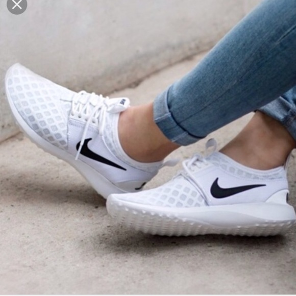 Nike Shoes   Nwt Nike Juvenate White